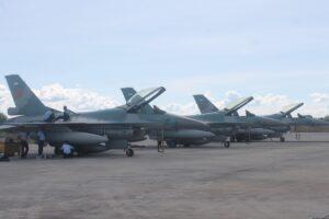3 Pesawat F16 yang siaga di Bandara Juwata Tarakan (hfa)