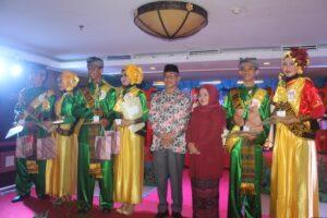 Dani Supriansyah dan Okta Pujiana berhasil menyisihkan 9 finalis lain dalam pemilihan Unting-Manjan Duta Wisata Kota Tarakan (hfa)