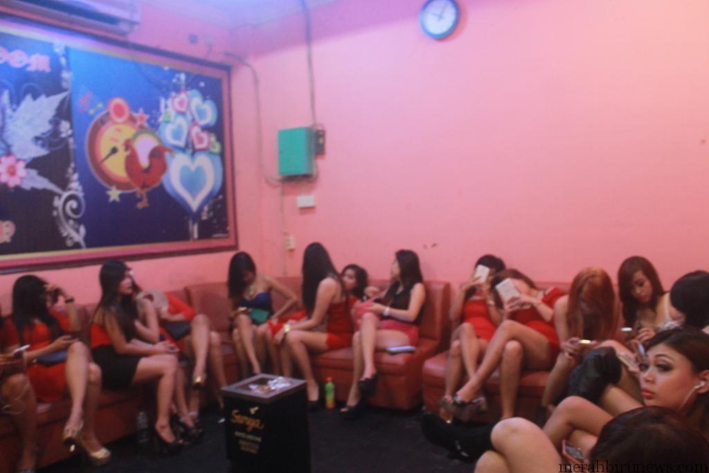 Sejumlah wanita penghibur di salah satu THM yang didata oleh Satpol PP (hfa)