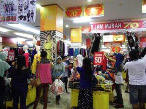 Daya Beli Masyarakat Menurun Jelang Idul Fitri, Membuat Beberapa Pusat Perbelanjaan Mengeluarkan Jurus Saktinya Untuk Menarik Perhatian masyarakat Agar Mau Berbelanja (ctr)