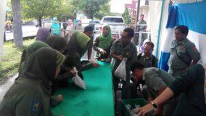 Saat Jam Kerja, PNS Serbu Bazar Idul Fitri Yang Dilaksanakan Disnaktan Tarakan (nur)