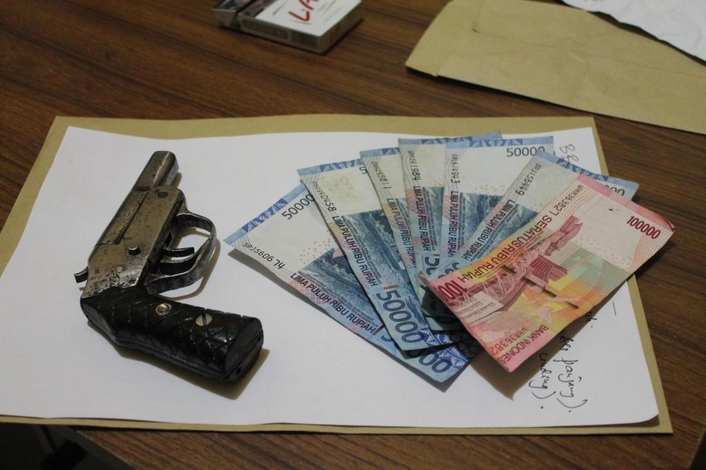 Barang bukti senpi dan uang hasil penjualan senpi (hfa)