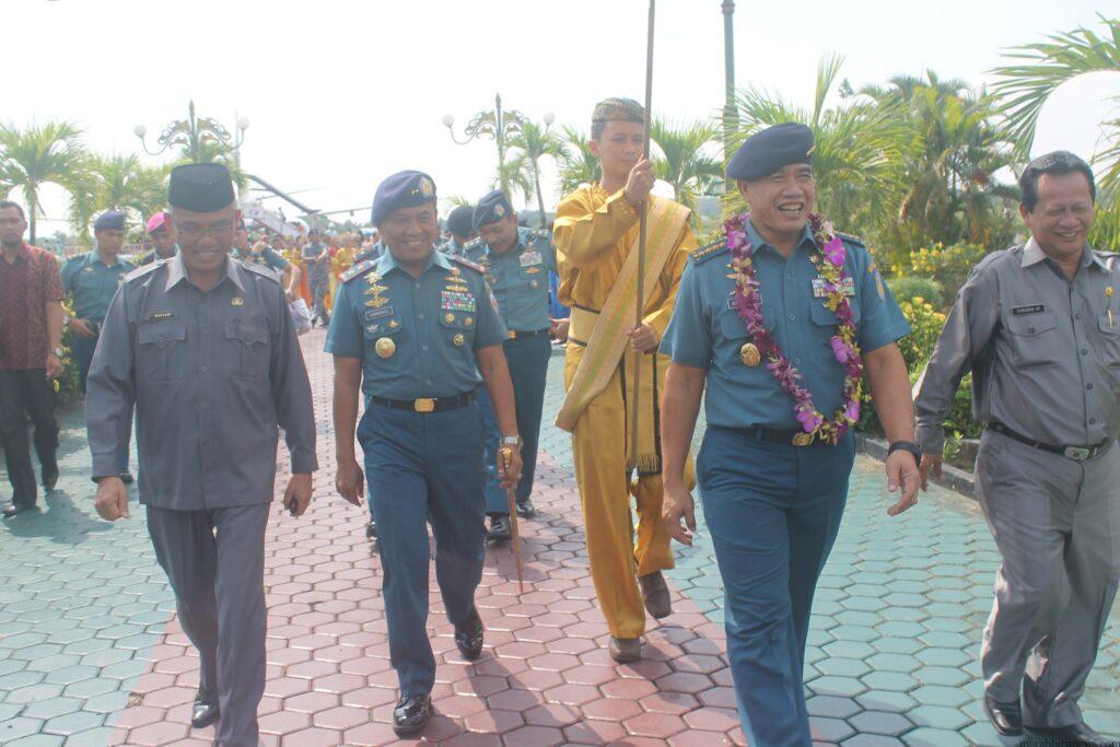 Kepala Staf TNI Angkatan Laut saat tiba di Bandara Juwata Kota Tarakan (hfa)