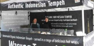Warung Tempeh Milik Bule William Mitchell Di London
