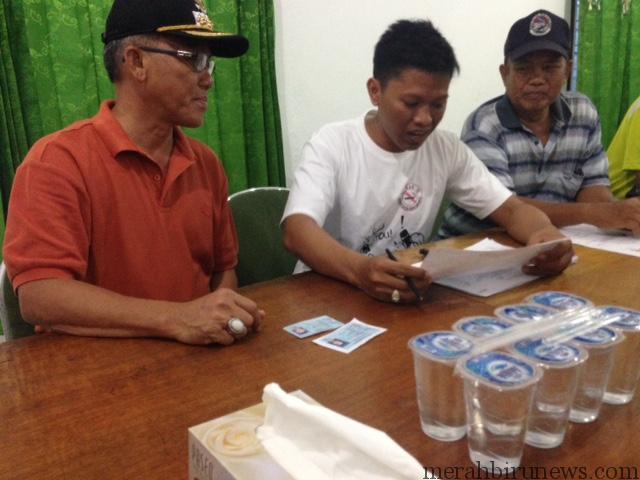 Walikota Sofian Raga saat didata oleh Panitia Pemuktahiran Data Pemilih (PPDP)