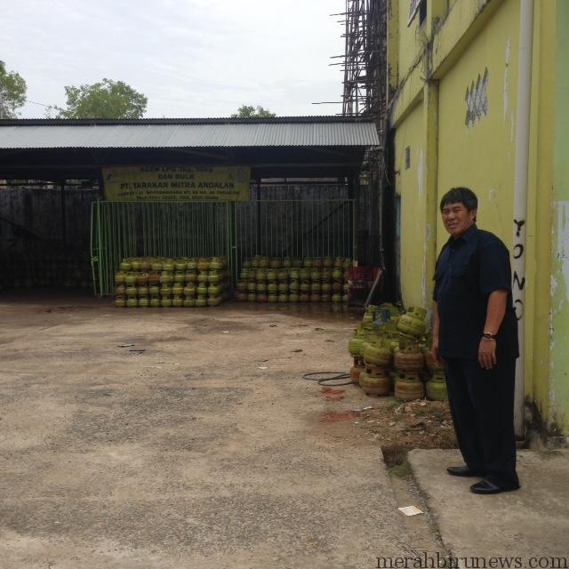 Ketua Komisi 2 Adnan Hasan Galung saat pantau stok elpiji 3 Kg (hfa)