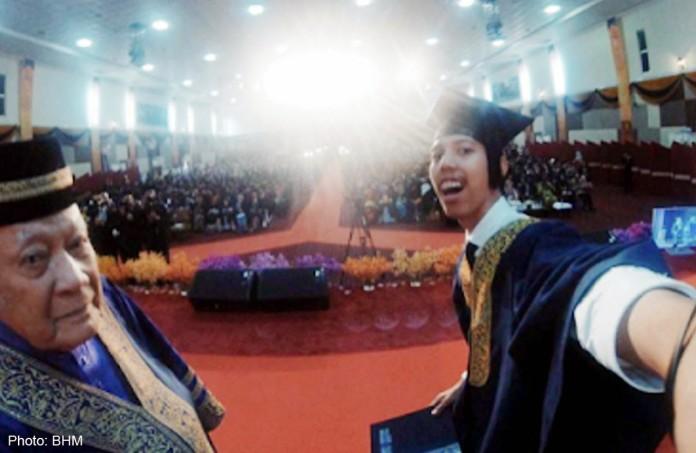 kasus Mohammad Hasrul Haris Mohd Radzi, Mahasiswa Universitas Teknologi Mara Malaysia yang dibatalkan kelulusannya karena selfie bersama senat