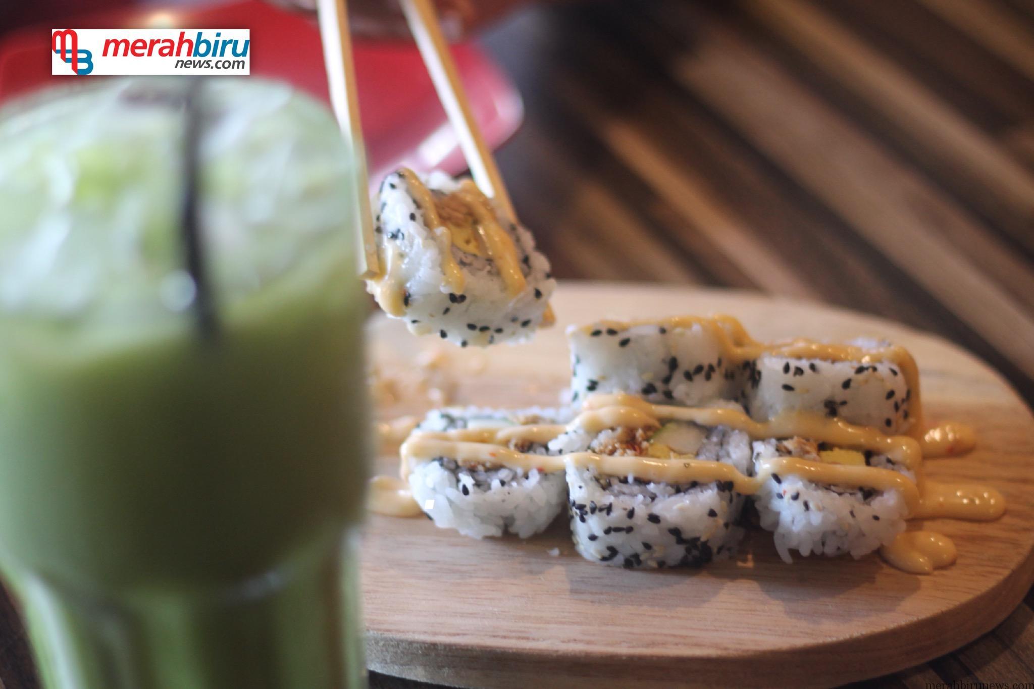 Kedai Ohayo Makanan Khas Jepang Menu Tuna Roll Dan Green Tea