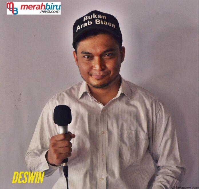Deswin (Komika Lokal Stand Up Comedy Tarakan)Deswin (Komika Lokal Stand Up Comedy Tarakan)