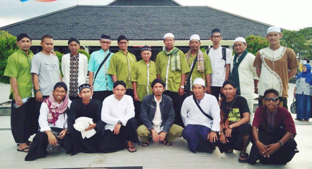 peserta tour saat berada di Masjid Agung Demak