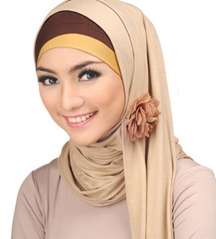 Cantik Maksimal dengan Kreasi Hijab Pashmina Kaos Polos yang Modern