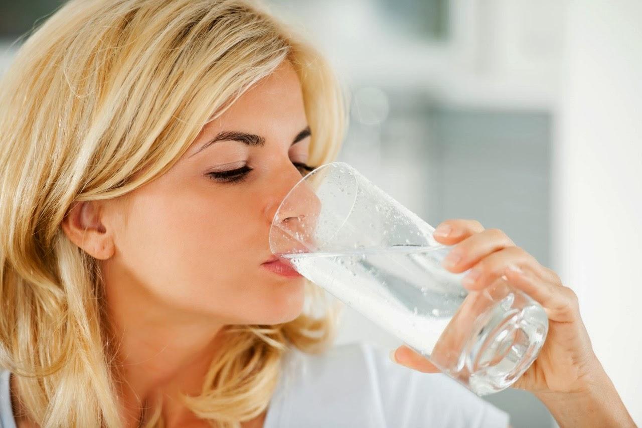 Ilustrasi Minum Air Putih